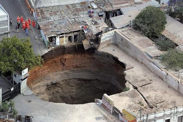guatemala-city-sinkhole-2007-file-photo_21123_600x450